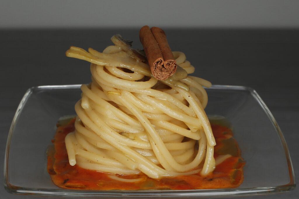 Spaghetti, ricci, carciofi e cannella di Marina Vitale