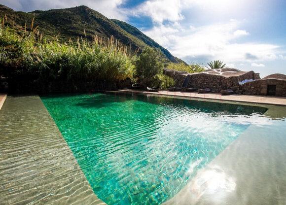 La piscina del complesso