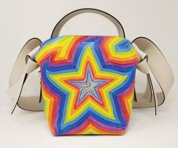 La Musubi bag dipinta a mano da Ben Quinn
